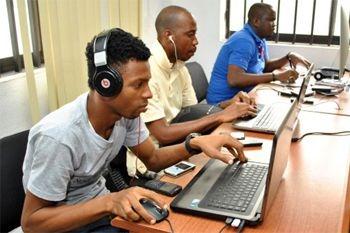 Votre préparation au Code de la Route en Ligne par un formateur d'auto école proposé par Deals Guadeloupe pour votre permis de conduire