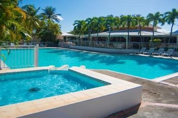 327€ un forfait à 2 (Initiation au golf de 4h plus 3 nuits à l' hôtel Golf Village) avec Deals Guadeloupe