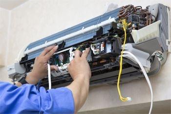Une installation d'un climatiseur neuf de marque GSS proposé par Deals Guadeloupe