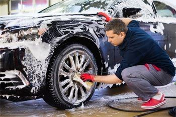 Un lavage simple et complet de votre voiture. Deals Guadeloupe vous assure une voiture comme neuve