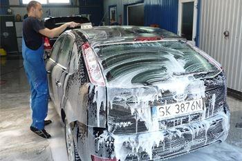 Un lavage complet et minutieux de votre voiture de tourisme proposé par Deals Guadeloupe