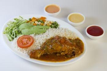 Deshaies - Un menu complet avec colombo de poulet à déguster les pieds dans le sable