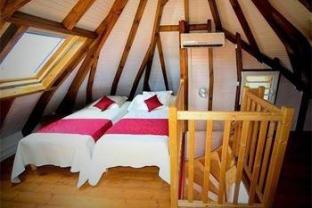Deshaies - Séjour à partir de 2N 4 pers. à 112.15€ / Nuit dans un bungalow avec un repas pour deux dans un restaurant les pieds dans le sable