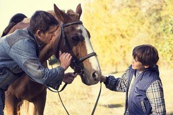Une heure d'initiation à l'équitation pour apprendre les bienfaits de cette activité sportive de nature qui allie la confiance en soi et le respect de l'animal