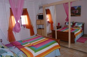 Deshaies – Séjour en villa de vacances pour famille - 4 J/3N 6 pers. à 162.60€ / Nuit dans une résidence avec piscine à débordement et jeux pour enfants