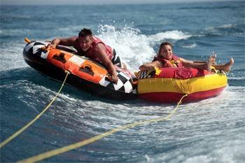 Baie Mahault - Essayez la bouée tractée en famille ou entre amis pour la vitesse, les sensations et surtout rigoler ensemble