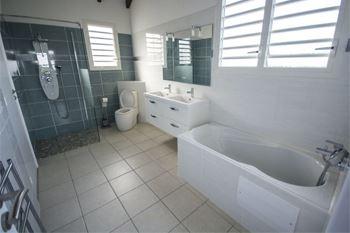 Deshaies - Séjour en villa de luxe avec plage privée et piscine 3 Nuits /6 pers. à 184,47€ /Nuit