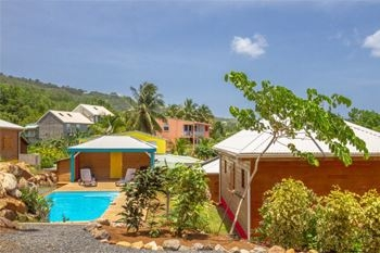 Deshaies – Séjour 3J-2N 5 Pers. à 104 € la nuit dans un bungalow tout neuf de 40m² (en option massage ou restaurant)