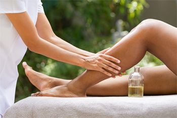 Pointe à Pitre - Un soin jambes légères avec une pédicure esthétique un modelage des jambes et une réflexologie plantaire