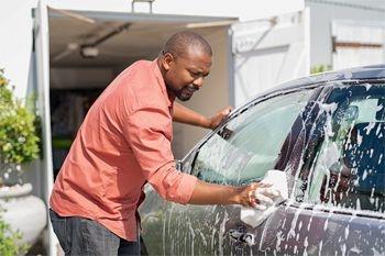 Baie Mahault - Un lavage complet et minutieux de votre voiture citadine proposé par Deals Guadeloupe
