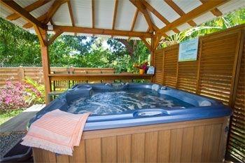Deshaies – Séjour en villa de vacances avec jeux pour enfants pour famille - 5J/4N 6 pers. à 165€ / Nuit dans une résidence avec piscine à débordement