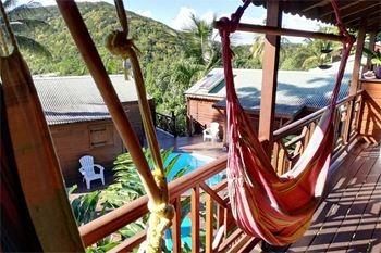 Deshaies – Séjour 3J /2N 5 Pers. à 87,50€ / Nuit en Villa lodge surplombant la mer des Caraibes